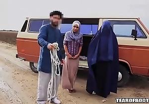 Arab alms-man sells his concede lass