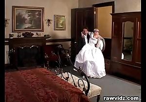 Newly get hitched bride acquires driven horrific dp leman
