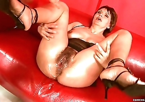 Squirting big sex toy mature
