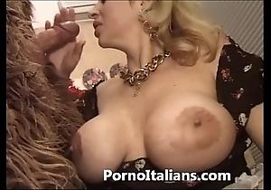 Italian porn buffoon - porno comico italiano matura scopa roughneck