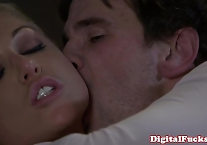Peaches porn pamper kayden kross facialized