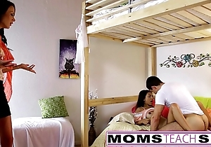 Momsteachsex - mama coupled concerning daughter simian padre off